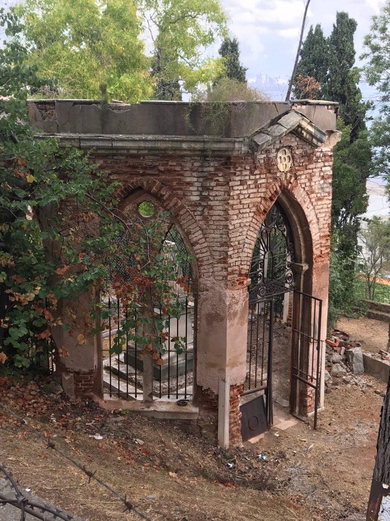 Bizans Döneminden kaldığı Tahmin Edilen Süslü MezarSüslü